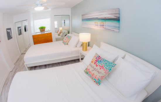 Welcome To St Pete Beach Suites - 1 Bedroom Poolside Suite 2 Doubles