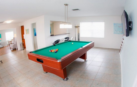 Welcome To St Pete Beach Suites - Guest House Game Room