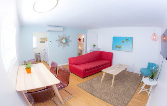 St. Pete Beach Suites: 1 Bedroom Suite 2 Queens