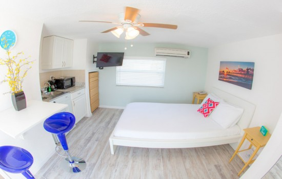Welcome To St Pete Beach Suites - Efficiency Suite Queen